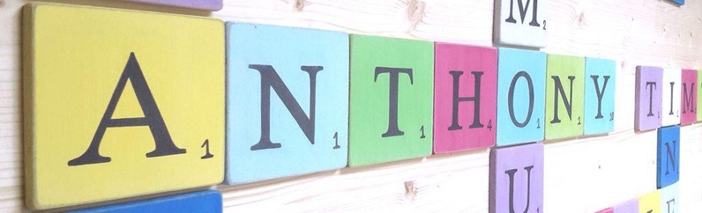 lettres en bois peint et patiné