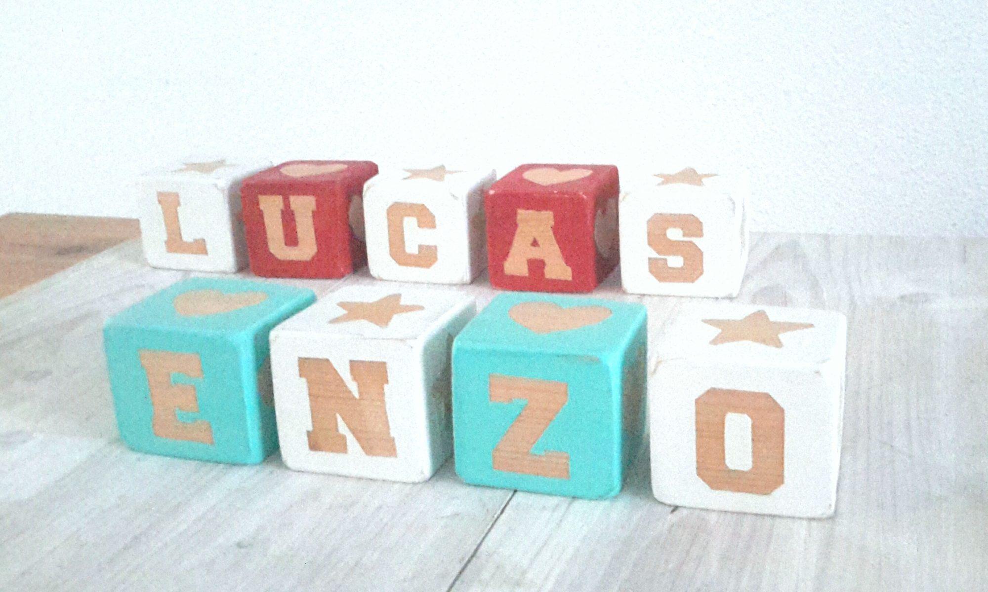 Cubes lettre en bois brut