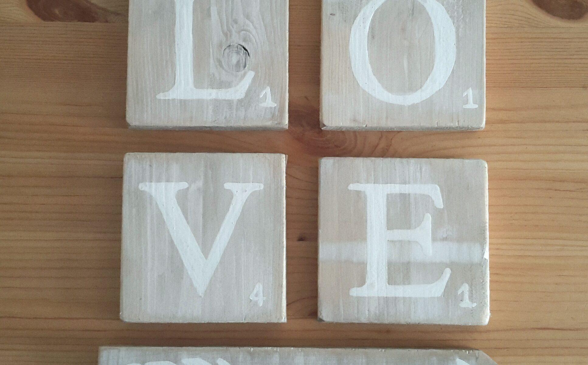 Love scrabble cérusé blanc